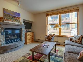 Cozy ski-in/ski-out condo with a shared pool, hot tub, and easy lift access!, Keystone