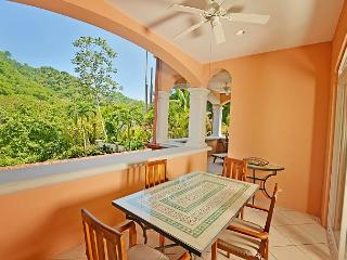 Luxury 3 bedroom condo, Great for families, access to resort amenities!