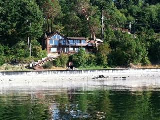 Spectacular low bank, private, waterfront home with direct beach access, Coupeville