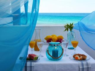 Lux Aegian Villa with Private Beach, Nea Kallikratia