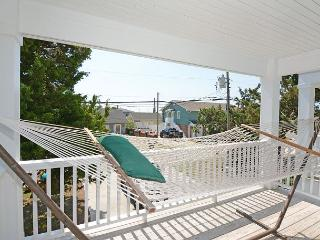Sanderling -Ocean view duplex with open floor plan & great views of the ocean, Kure Beach