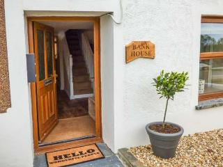 BANK HOUSE, quaint cottage, woodburner, dishwasher, enclosed garden, in Newcastle Emlyn, Ref 23671