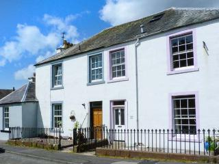 79 LAUREL BANK, mid-terrace, pet-friendly, WiFi, town location, in Gatehouse of Fleet, Ref 913712