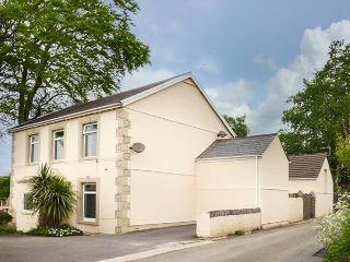 THE CROFT, detached, spacious property, WiFi, games room, sauna, near Kidwelly