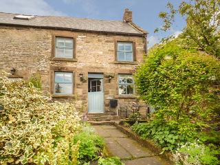 HOLLY COTTAGE, detached, woodburner, parking, terraced garden, in Bakewell, Ref 926728