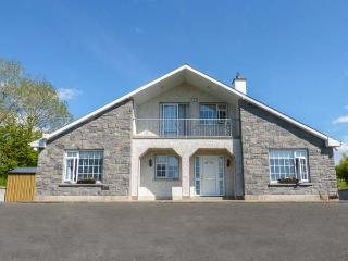 FORT COTTAGE, detached, open fire, lawned garden, four bedrooms with two en-suit