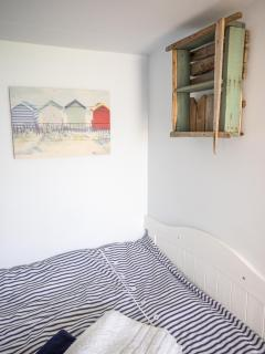 Foot of the bed nook