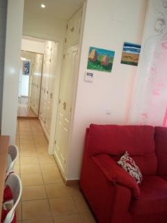 Ropero en pasillo dormitorios para toallas, ... Acceso dormitorio principal con vestidor 2 armarios