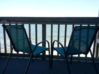 Topsail Reef Oceanfront SEASTAR Fall Coastal Charm, North Topsail Beach