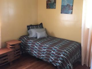 Cozy home near DTW airport, Inkster
