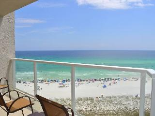 FREE GOLF + FISHING! Clean, cozy condo on beach w/nearby food & live music