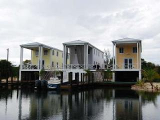 Bimini Bahamas water front home 3/2  W dock & Wifi, Alice Town