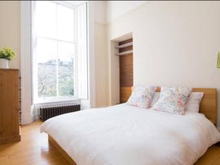 2 Bedroom Charing Cross Flat, Glasgow