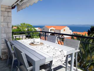 Diana 3-practical apartment for 4 people with an amazing sea view from balcony, Bol