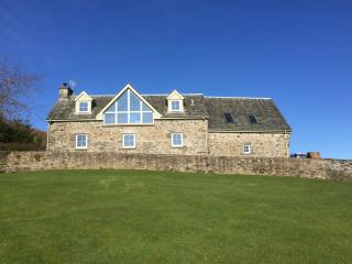 AODIN - 4*Detached Steading conversion with stunning views. Dogs Welcome