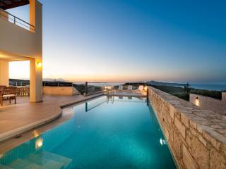 GiAnna 5bd + Attic Luxury Villa, Agia Marina