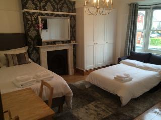 Studio flat in Ealing, London, sleeps up to 4