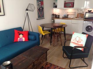 Cozy flat on Montmartre Hill, París