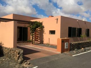 Villa Tamaragua; con Wifi, TV,bbq, en Corrlejo., Corralejo