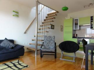 Modern 3-bedroom 3rd floor apartment. Sleeps 6