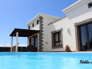 Villa de luxe, Pool 30°C-Tropical garden-Balinese bed-WIFI-TV 2 Sat-Playa Blanca