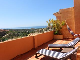 Penhouse with golf & sea views in Elviria,Marbella