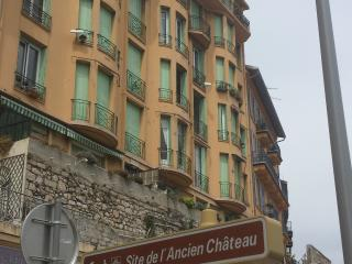 Front sea pocket flat between Vieux-Nice and Port, Nizza