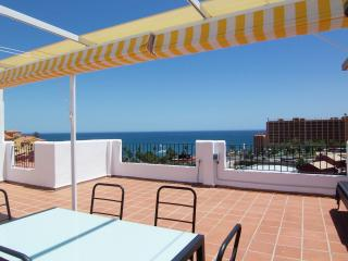 Great 2 Bedroom Penthouse Apt Huge Sea View Roof Terrace BBQ A/C Wifi 5min Beach