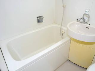RED#8 3 apartments! 3 Bathrooms Great Location!, Osaka