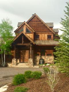 LUXURY HOME WITH SPECTACULAR MOUNT SOPRIS VIEWS, NEAR RIVER AND TOWN