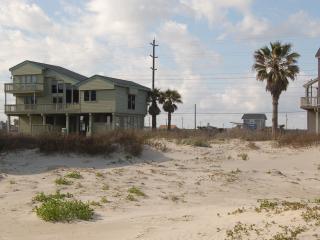 Island Cabana -- Easy Beach Access, Sleeps 10-14, Galveston