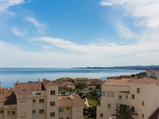 Sea view of Fuenguirola Bay , quiet apartment, Benalmádena