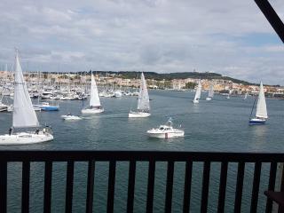 4 couchages 1ere ligne  vue magnifique port et mer