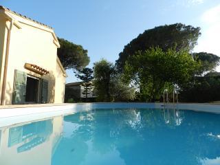 Charmant T2 de 45m², plain pied de villa + piscine & jardin, tout confort
