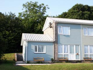 Three Bedroom Holiday Home with WiFi, Freshwater East