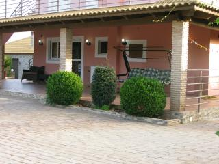 DOUBLE ROOM STUDIO WITH A GARDEN., Marathopoli