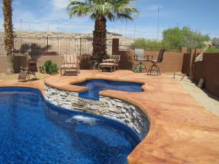 Amazing Pool, Minutes from Lake and Downtown, Lake Havasu City
