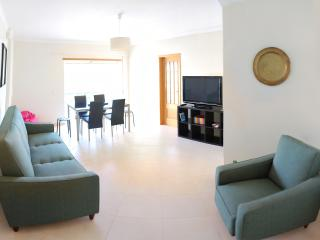 New apartment, 10min walk to beach!, Armação de Pêra