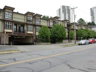 Cozy Townhome Fantastic Location, Burnaby