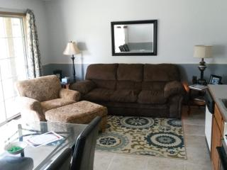 Relaxing family escape w/pools, wifi, patio, more!, Branson