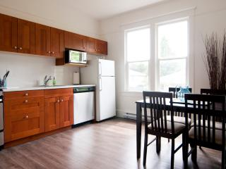 Large, bright and fully equipped kitchen