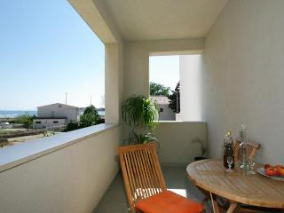 Deluxe Two Bedroom Apartment with Balcony Sea View, Podstrana