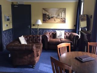 Apt 3 Nightingale lounge