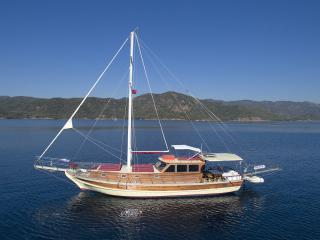 Akar H Yacht with 3 cabins up to 7 people