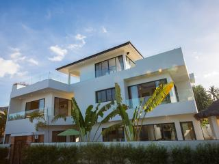 Beachside Villa Pina Colada (with big projector screen)