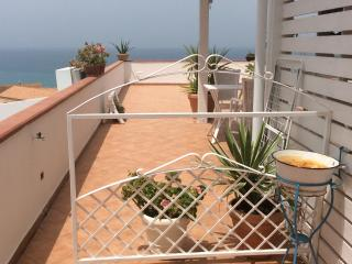 Triple room balcony sea view 2mins beach & center