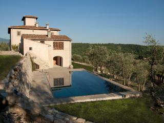 Splendid villa in the heart of Tuscan nature, San Donato in Poggio