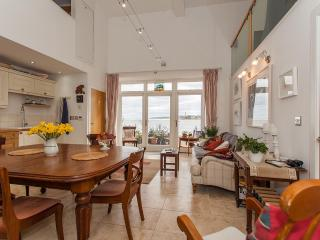 1 Pier Maltings - stunning waterfront home, Berwick upon Tweed
