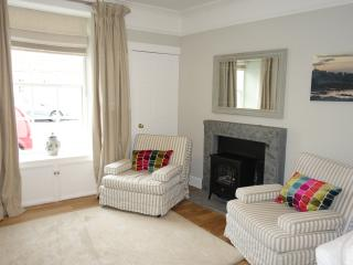 Spacious 4 Bed Townhouse and Studio in Town Centre, St Andrews