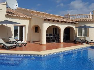 Villa Vista 5 bed 3 bath a/c wifi bbq pool, Benitachell